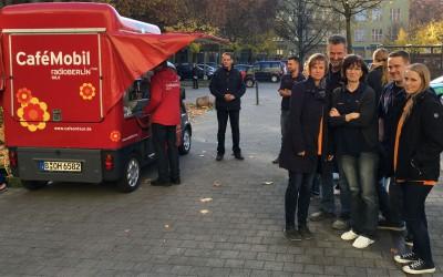 Das rbb Café-Mobil beim Dentallabor Ketterling in Berlin Spandau